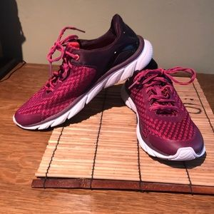 EUC sneakers size 9.5